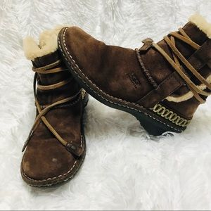 UGG • beautiful brown fur lined ankle boots sz 5